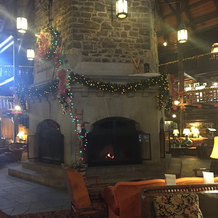 Fairmont Le Chateau Montebello : Famous fireplaces
