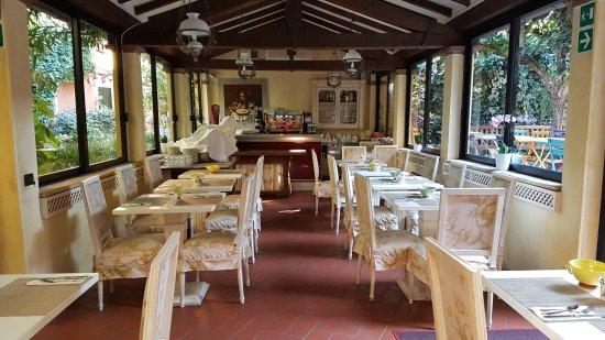 Hotel Porta San Mamolo: Frühstücksbereich im Garten