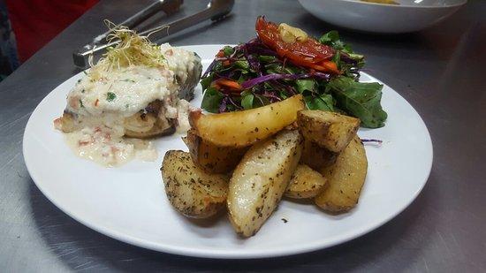 Playa Junquillal, Kosta Rika: Mahi on cream coconut sauce with roasted potatoes and organic salad from the farm