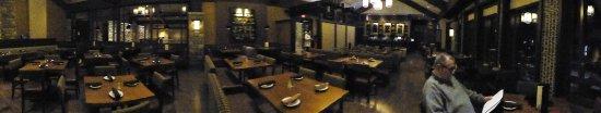 DoubleTree Fallsview Resort & Spa by Hilton - Niagara Falls: Restaurant - it got a bit busier as the evening wore on