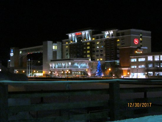 exterior grounds at night picture of sheraton erie. Black Bedroom Furniture Sets. Home Design Ideas