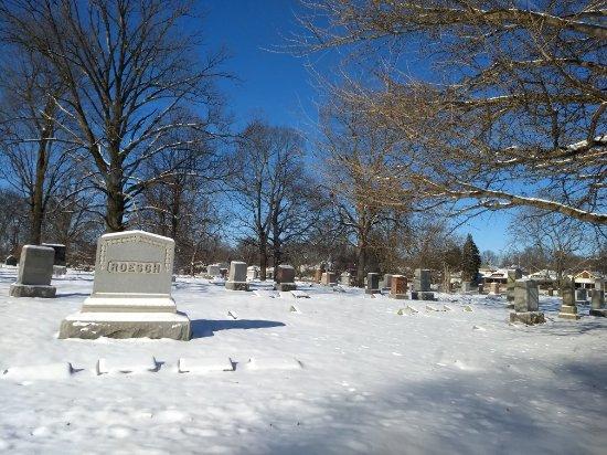 Crown Hill Cemetery: Esse cemitério foi uma agradável surpresa em Indianápolis. Visitei no dia 1° de janeiro de 2018.