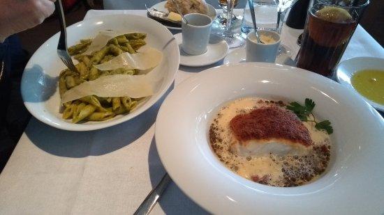 Cafe de l'Alma: Seared red tuna fish e Penne ao pesto