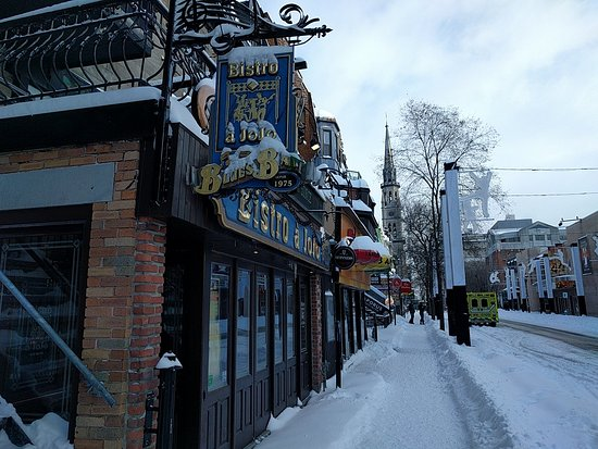Rue st denis montreal all you need to know before you for Meubles montreal st denis