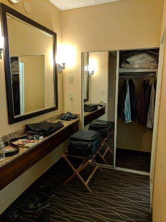 DoubleTree Suites by Hilton Hotel Raleigh-Durham: IMG_20180108_220802_large.jpg