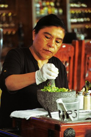 Pittsfield, MA: Guacamole made fresh at our table