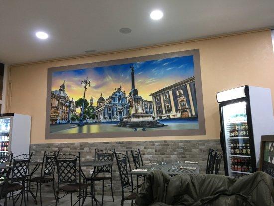 Comedor con cuadro del Duomo de Catania - Picture of L ...