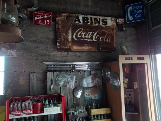 Ash Grove, มิสซูรี่: Wall To Wall, And Floor To Ceiling Memorabilia