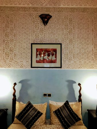 Riad Abaca Badra: Nicely appointed room in Moroccan decor