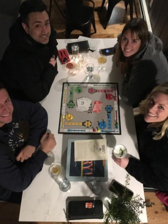 Ludlow, VT: Lovely guests enjoying cocktails & a game of Sorry