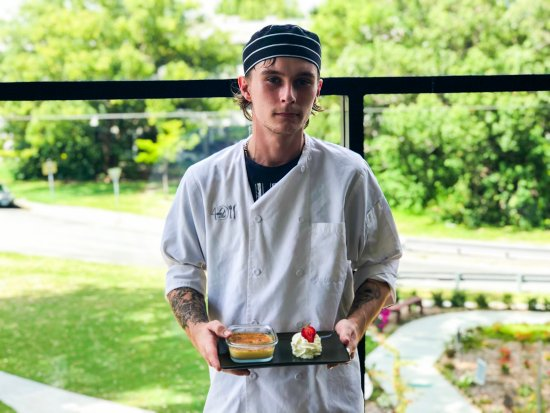 Nerang, Αυστραλία: Apprentice Chef Dylan with his creme brulee