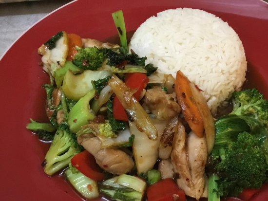 Nimbin, Australia: Great foGreat food and atmosphere. Service par excellence. Super of you arechicken stir fry, Yum