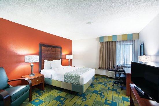 Auburn, MA: Guest room