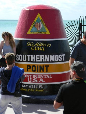 Old Town Trolley Tours Key West : A stop to see the most southernmost point