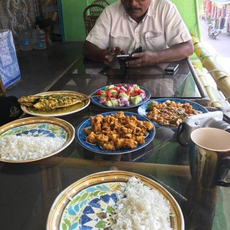 Babu's Cafe: 아담하고 분위기 좋은 맛집이네요. 사장님이 매우 유쾌하십니다. 음식 맛도 매우 좋고 가격도 착한편입니다~~