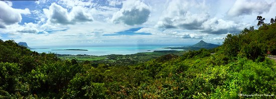 Chamarel: A Panoramic View of West Coast!