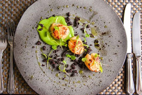 East Haugh House Restaurant: Scallops with black pudding and pea puree