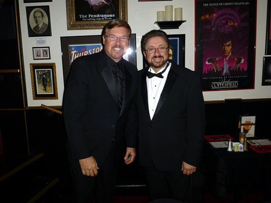 Martinez, แคลิฟอร์เนีย: Ron Saylor & Gerry Griffin at the CA Magic Dinner Theatre