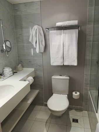 Sheraton Stockholm Hotel: muy limpio el baño