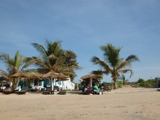 Kotu Beach: Some shady spots always available.