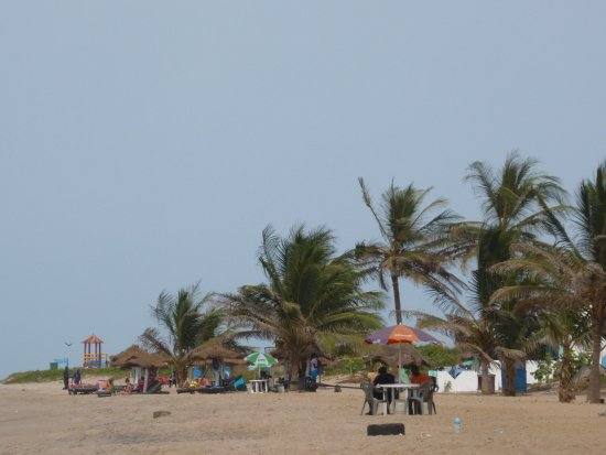 Kotu Beach: Palma abound swim cose to other swimmers or a bar.