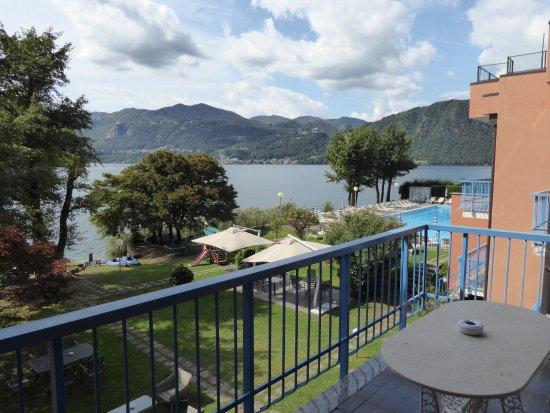 Pettenasco, Italië: Uitzicht vanaf het balkon