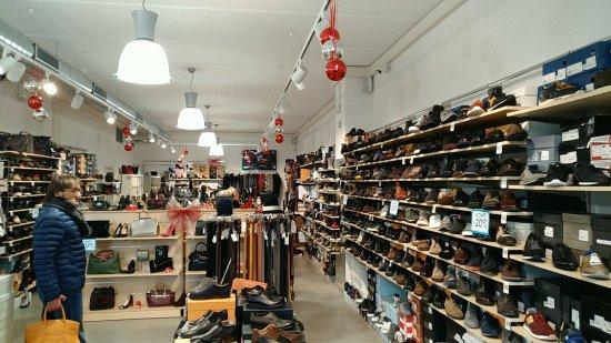 uk availability 3429f 61e43 Negozio di scarpe scontatissime - Picture of DiModa Outlet ...