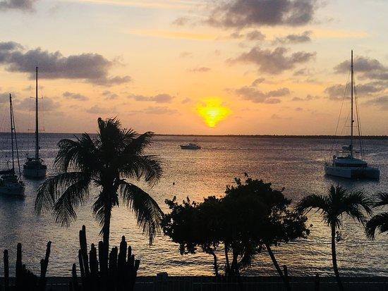 SunRentals and Bonaire Oceanfront Apartments: Vista da sacada da Penthouse