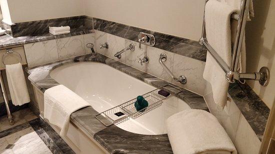 Hotel Kamp: Kylpyamme ja ankka.