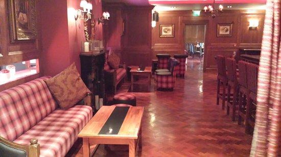 Scotts Hotel: Snug little area of the main restaurant