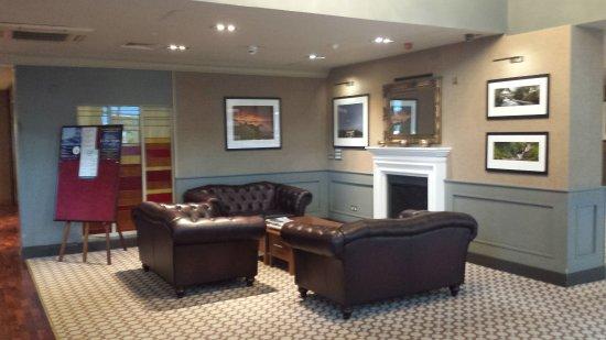 Scotts Hotel: Lobby sitting area
