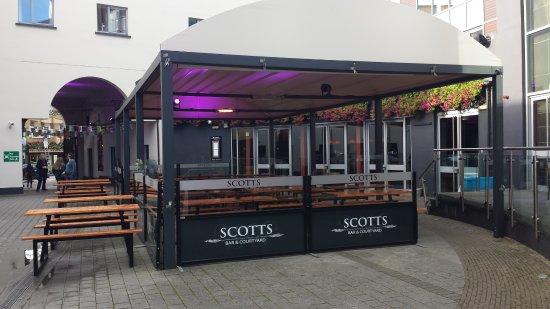 Scotts Hotel: Courtyard