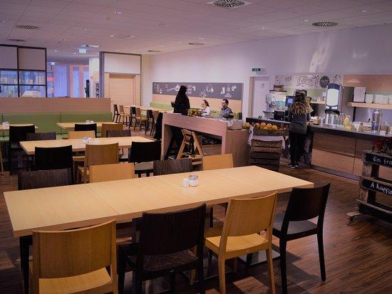 Ibis Bonn: breakfast room