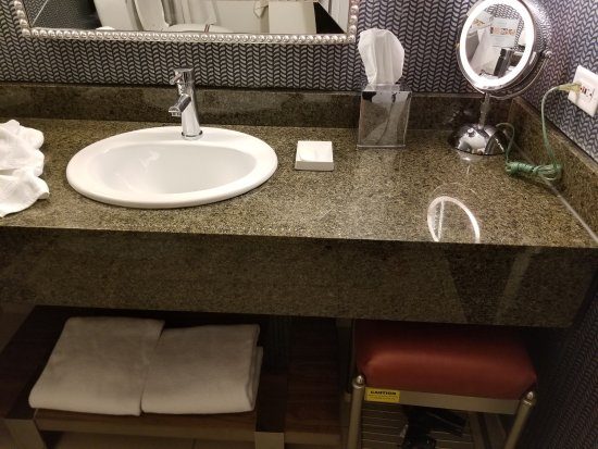 Bathroom with mirror, stool and extra towels. - Picture of Kinzie ...
