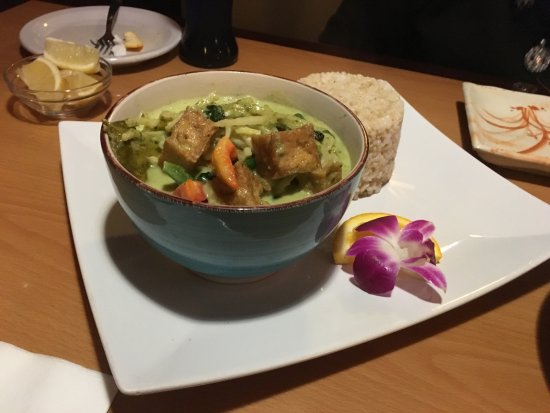 Basil Leaf: Thai Green Curry with Brown Rice.