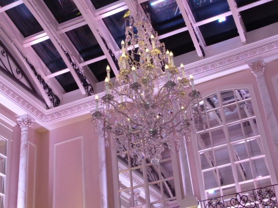 Mineola, Estado de Nueva York: Gorgeous Chandelier