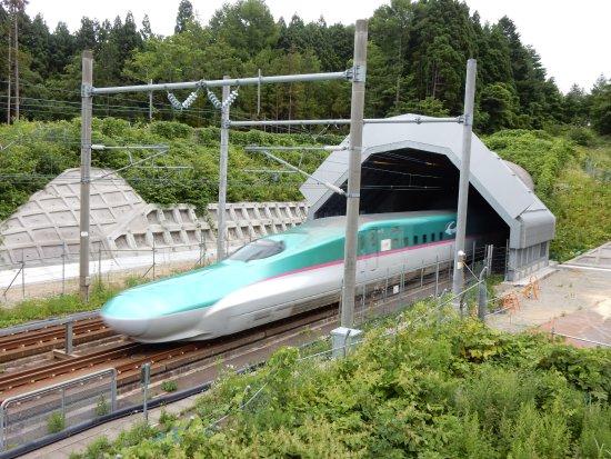 Imabetsu-machi, Japan: 通過する新幹線
