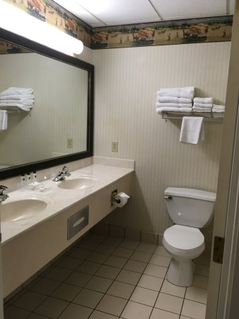 Country Inn & Suites by Radisson, Lancaster (Amish Country), PA: needs an upgrade but is clean