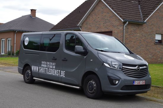 Bierbeek, Bélgica: Opel Vivaro van for 7 persons + 1 driver and extra space for much luggage