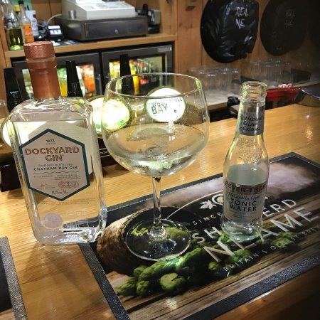 East Peckham, UK: Enjoying a lovely Chatham Dockyard gin.