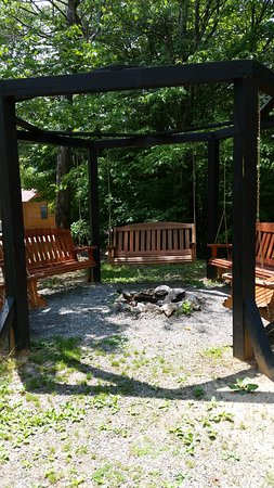 Candler, Carolina del Norte: Our cabins community fire pit