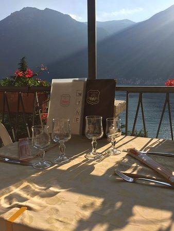 Nesso, Italy: Tavoli all'