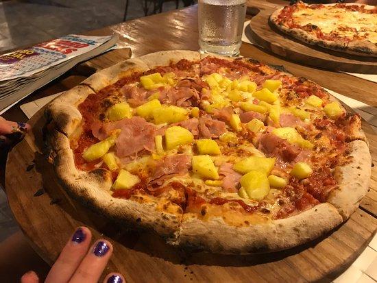 Brasilito, Costa Rica: hawaiian pizza