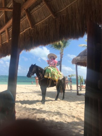 Excellence Playa Mujeres: Lunch mariachi on horseback at Las Olas
