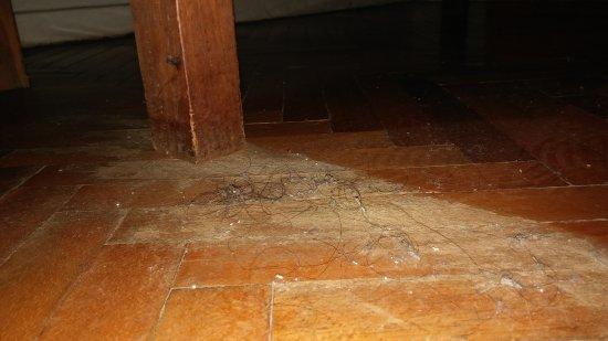 Hostel Suites Florida: mugre por todos lados, asqueroso! . Dirty everywhere in the room, disgusting