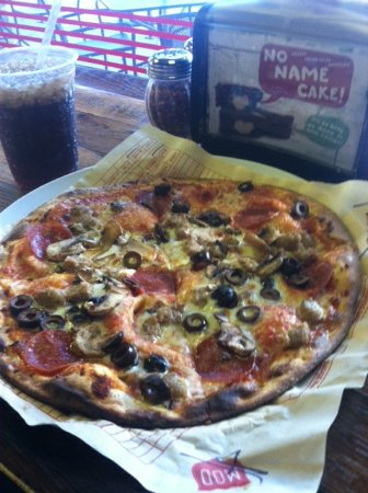Lake Forest Park, WA: Regular size pepperoni,sausage,mushroom,black olives