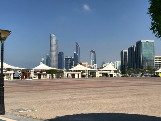 Emirate of Abu Dhabi, สหรัฐอาหรับเอมิเรตส์: Location of the restaurant is toward the left/ocean side in the photo
