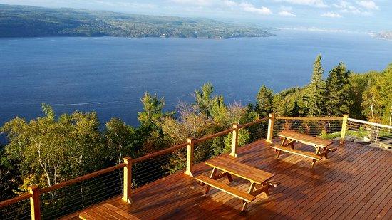 Sainte-Rose-du-Nord, Kanada: Terrasse du restaurant