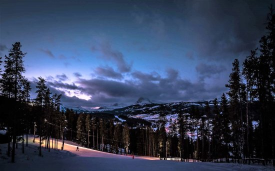 Crowsnest Pass, Canada: Night Skiing 4 nights a week....it is magical.