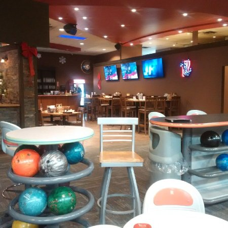 Burlington, Canada: bar area - from the lanes